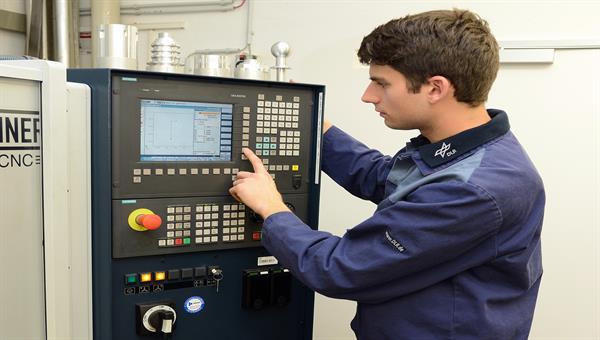 Bedinung CNC Maschine