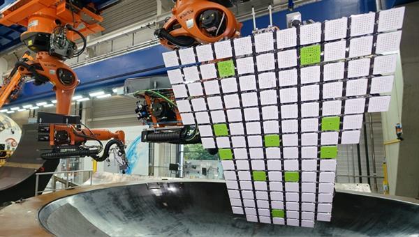 End%2dEffektor zur automatisierten Drapierung von Kohlenstofffasergeweben