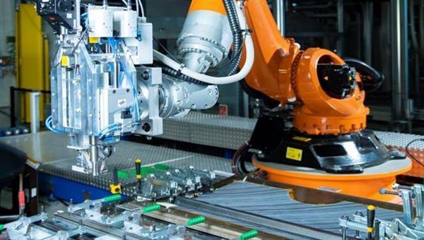 Automatisierter und robotergeführter Ultraschweißprozess