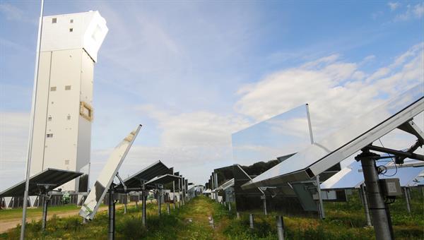 Phasenumwandlungen in nicht%2dstöchiometrischen Metalloxiden zur Herstellung solarer Kraftstoffe