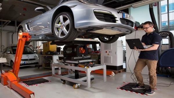 Brennstoffzellen betriebenes Fahrzeug