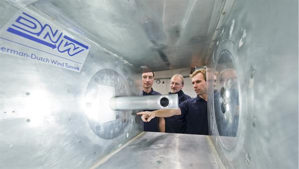 Konstruktion eines Solarturmkraftwerk%2dModells zur experimentellen Untersuchung im Hochdruck%2dWindkanal des DLR