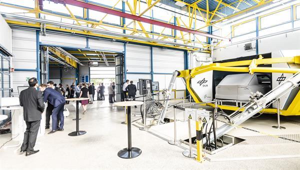 Veranstaltung in der Rüsthalle des DLR%2dInstituts für Verkehrssystemtechnik