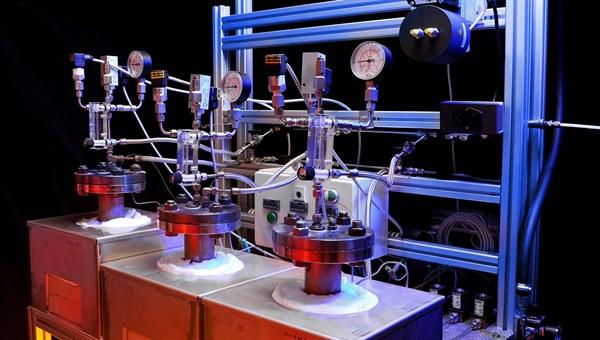 Testapparatur zur Entwicklung von Hochtemperatur%2dSalzen