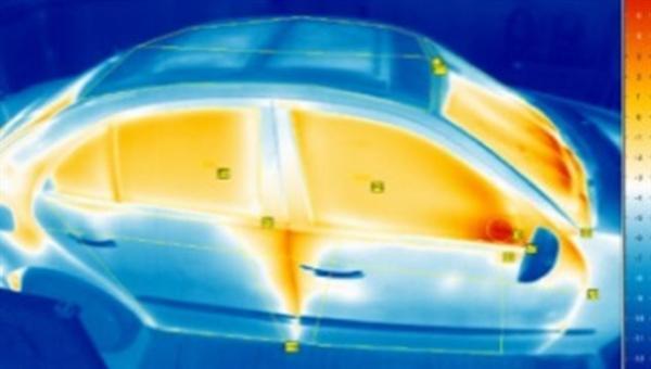 Wärmebildaufahme eines Kraftfahrzeuges