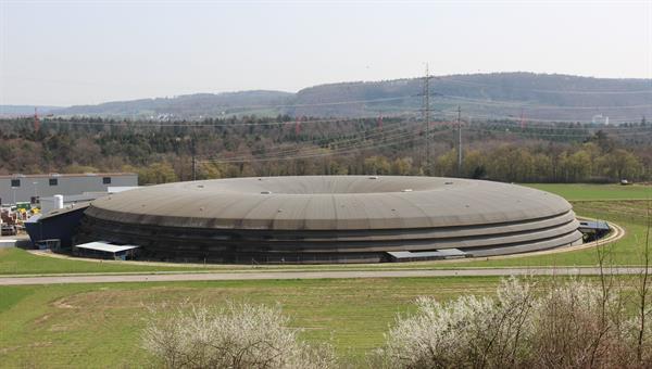 Experimente an der Synchrotron Lichtquelle Schweiz (SLS) des PSI stehen im Fokus der Tätigkeit