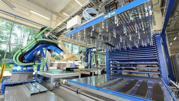 Arbeiten im Bereich der Großserienfertigung von Faserverbundbauteilen