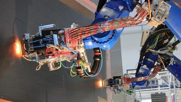 Multirobotische Faserablage am ZLP Stade