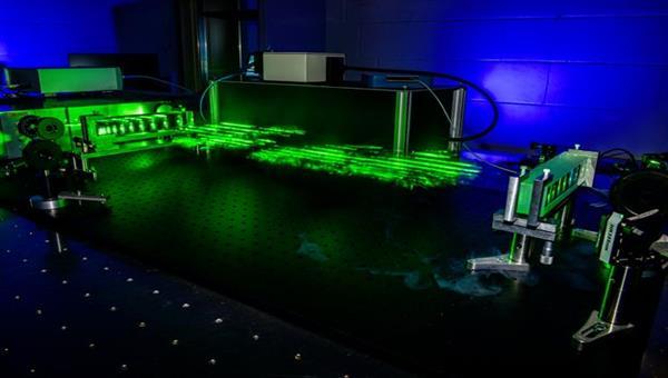 Optischer Laboraufbau für die Ferndetektion von Gefahrstoffen