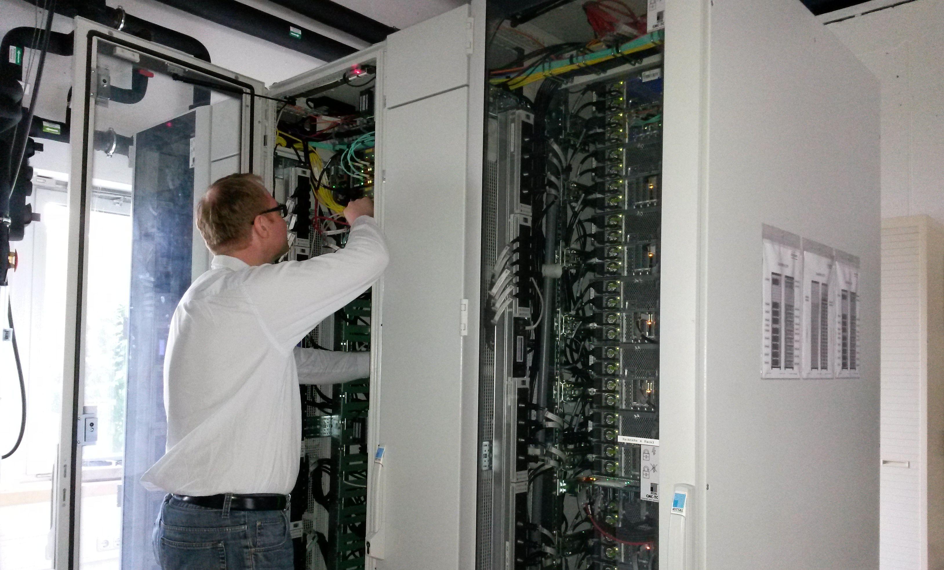 Überprüfung der Hardware zur Datenverarbeitung der Erdbeobachtungsmission TanDEM%2dX