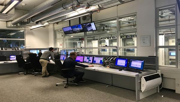 Kontrollraum der Bodenstation Neustrelitz