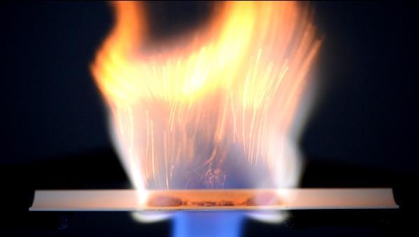 Mikroverkapselung flüssiger Treibstoffe