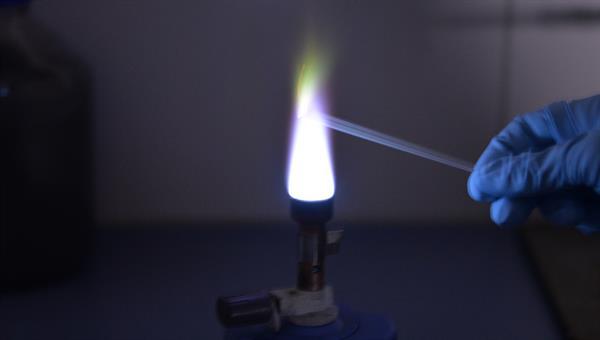 Flammprobe zum Nachweis chemischer Elemente