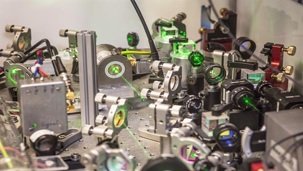 Entwicklung optischer Systemtechnik für Satelliten Anwendungen im Bereichoptische Metrologie