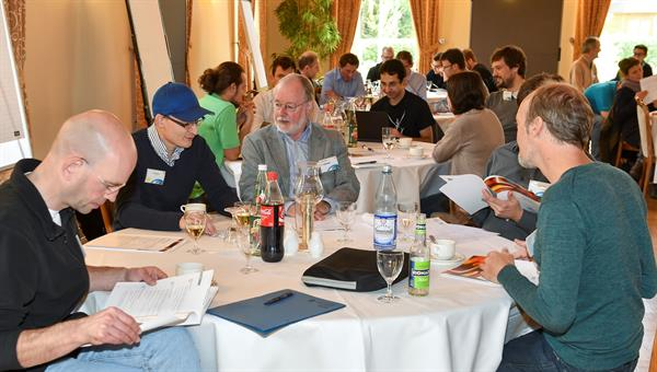 Die SoftwareEngineering Community des DLR bei der Arbeit bei einem Austauschworkshop