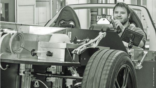 Sebastian Scheibe am Institut für Fahrzeugkonzepte © Fotos: DLR/Frank Eppler 2020