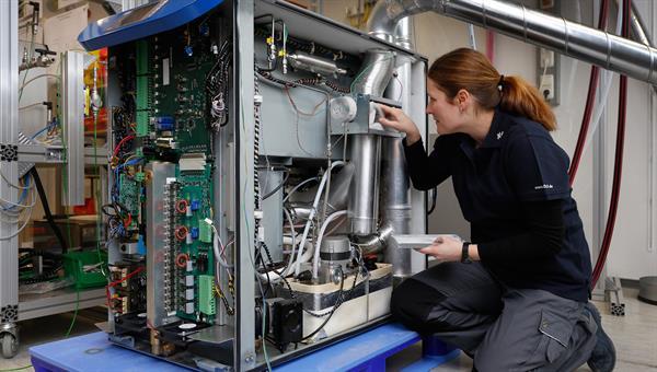 Mikrogasturbinen: Technologie für die dezentrale Energieversorgung von morgen Gemeinsam mit der niederländischen Firma MTT forschen DLR%2dWissenschaftler an Mikrogasturbinen für private Anwender. Quelle: DLR/FrankEppler