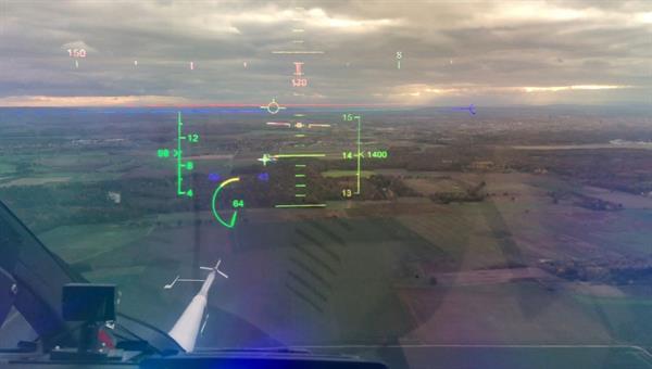 Blick durch die HoloLens 2 als Head%2dMounted Display im Forschungshubschrauber FHS