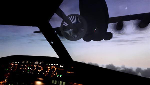 Blick aus dem AVES%2dCockpit während einer simulierten Luftbetankung