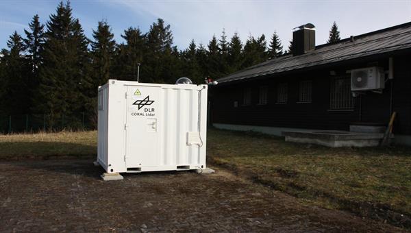Das mobile CORAL Lidar sondiert die mittlere Atmosphäre (ca. 10%2d100 km Höhe) auf dem Sulzberg im Bayerischen Wald