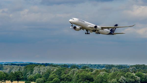 Aircraft approaching Munich airport