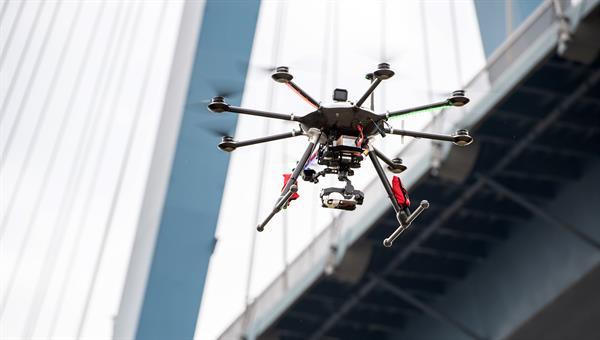 Entwicklung von onboard%2d und bodengebundenen Applikationen für Drohnen