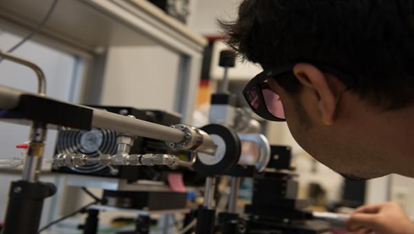 Terahertz gas spectroscopy at DLR %2d Copyright: DLR/OS