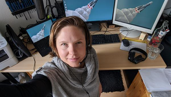 Carina Haupt networks software engineering at DLR – currently from her home office