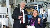 Ministerin Svenja Schulze und Prof. Ulrich Wagner weihten das neue Gebäude ein.