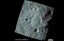 Anaglyphenbild: Blick in die Südpolregion (Quelle: NASA/JPL%2dCaltech/UCLA/MPS/DLR/IDA.)