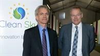 Eric Dautriat, Geschäftsführender Direktor Clean Sky und DLR%2dLuftfahrtvorstand Prof. Rolf Henke bei der Clean Sky%2dAuftaktkonferenz auf der ILA 2014.