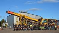 Gruppenbild mit allen Teilnehmern der BEXUS 24/25 Kampagne vor dem Launch%2dFahrzeug
