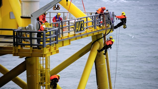 Constructing the 'alpha ventus' offshore wind farm