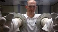 Alexander Gerst trainiert Experimente.