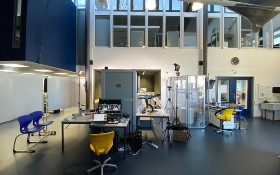 Das DLR_School_Lab Braunschweig. Normalerweise sind hier nahezu täglich Schulklassen zu Gast. Wegen der Corona-Pandemie wurde auf Onlineangebote umgeschaltet. Bild: DLR