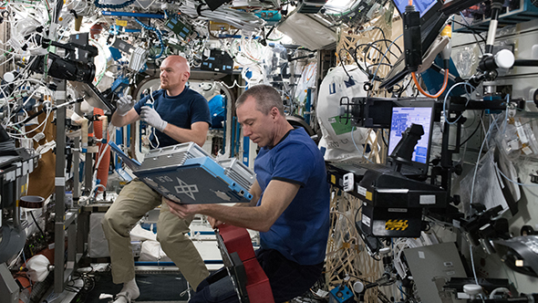 Auf der ISS geht es um die Forschung in Schwerelosigkeit. Bild: NASA/ESA