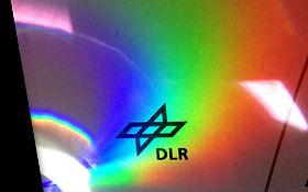 Mit einer CD kannst du einen künstlichen Regenbogen erzeugen. Bild: DLR