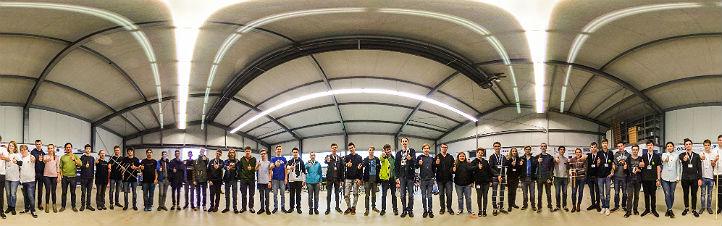 Die Teilnehmerinnen und Teilnehmer des letzten CanSat-Finales in Bremen. Bild: DLR