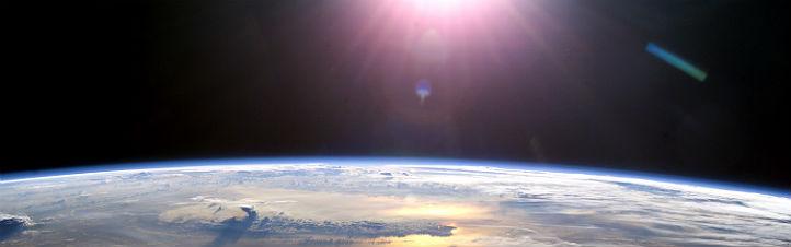 Bei dieser Schulaktion können sich Grundschülerinnen und -schüler mit Alex Gedanken über den Erhalt unserer Umwelt machen. Bild: NASA