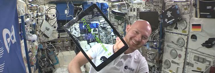 Alexander Gerst war zwei Mal auf der ISS. Neben vielen wissenschaftlichen Experimenten hat er sich auch noch Zeit für kleine Demo-Experimente für Kinder und Jugendliche genommen.