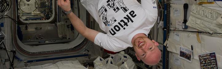 """""""Aktion 42"""" war der Titel eines großen bundesweiten Schulwettbewerbs, den das DLR zusammen mit der ESA und Jugend forscht durchgeführt hat. Schülerinnen und Schüler konnten sich selbst ein Schwerelosigkeits-Experiment ausdenken – und Alex hat den besten Vorschlag auf der ISS durchgeführt. Bild: NASA/ESA"""