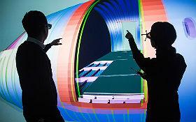 """Ein Flugzeug, das erst noch in der Planung ist, schon mal aus der Nähe ansehen und mögliche Verbesserungen des Entwurfs diskutieren: Im Hamburger """"Virtual Reality Lab"""" ist das möglich. Bild: ZAL"""