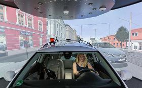 In einem Fahrzeug-Simulator werden neue Assistenzsysteme erprobt. Bild: DLR
