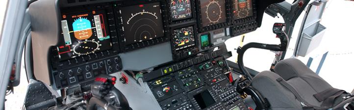 Das Cockpit eines Hubschraubers – rechts und links erkennt man die beiden Steuerknüppel. Bild: Eurocopter