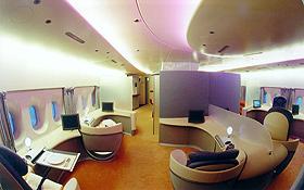 Luxuriöses Reisen im A380: angenehmes Licht und viel Platz in der Business Class. Bild: Airbus