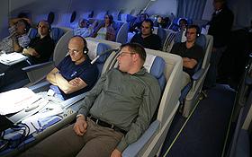 An Bord des Langstrecken-Flugzeugs reisen alle Fluggäste sehr bequem. Bild: Airbus