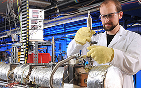 Forschung an neuen Treibstoffen. Bild: DLR