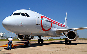 """In diesem Airbus – dem DLR-Forschungsflugzeug """"D-ATRA"""" – wurde eine große Brennstoffzelle eingebaut, um diese Technik in Verkehrsflugzeugen zu erproben. Bild: DLR"""