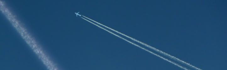 Kondensstreifen am Himmel.  Bild: K.-A.