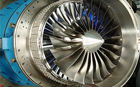 Beim DLR arbeiten Forscher an der Konstruktion neuer Triebwerke. Hier wurde der Ventilator am Einlass so verbessert, dass weniger Kraftstoff benötigt wird. Bild: DLR